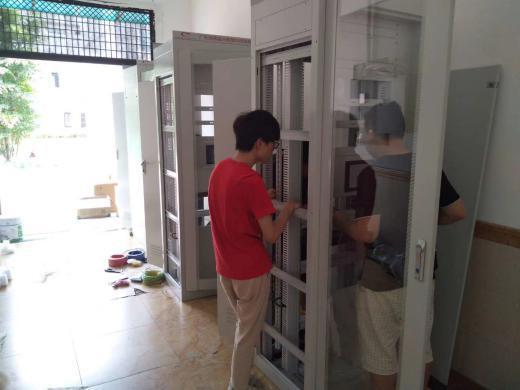 迈世技术工程师正在组装